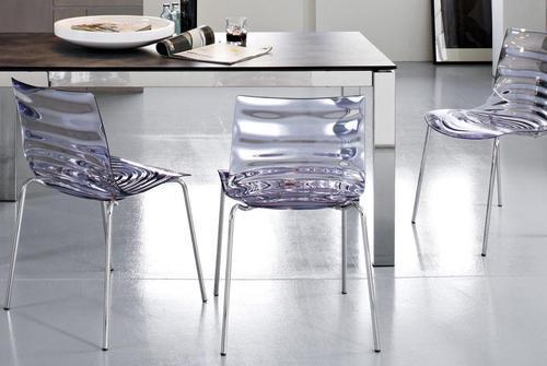 Produzione per hotel banchi bar negozi sedie tavoli for Sedie in metallo per cucina