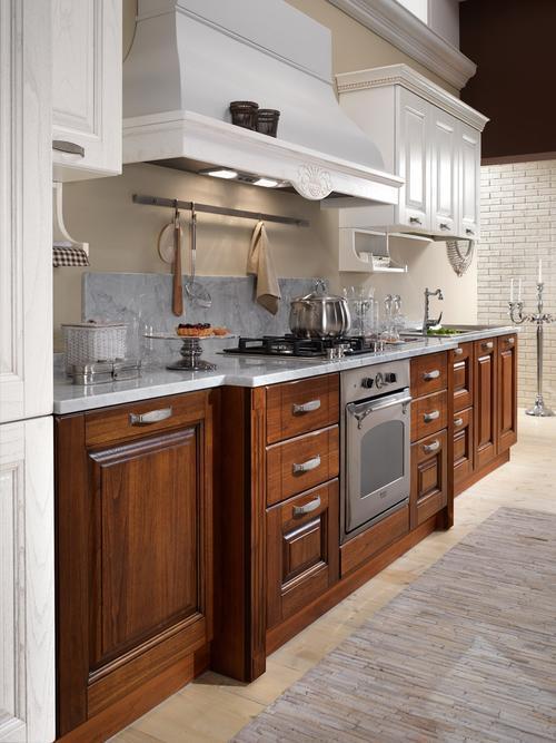 Cucine classiche anta in legno noce rovere for Cucine bianche classiche prezzi