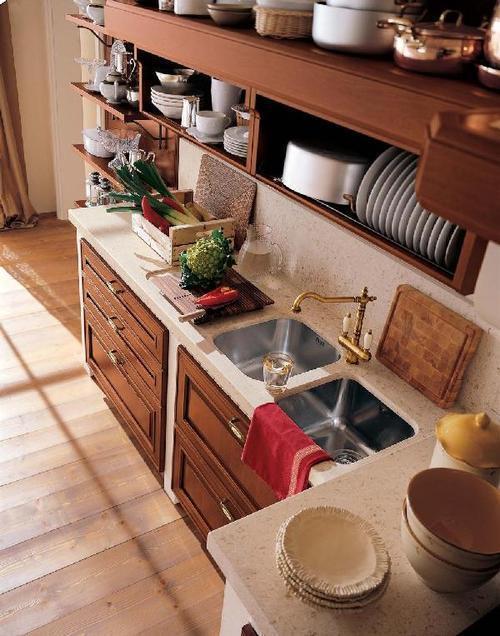 Cucine classiche - anta in legno - noce - rovere - frassinato ...