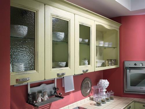 Cucine classiche anta in legno noce rovere - Cucine color panna ...
