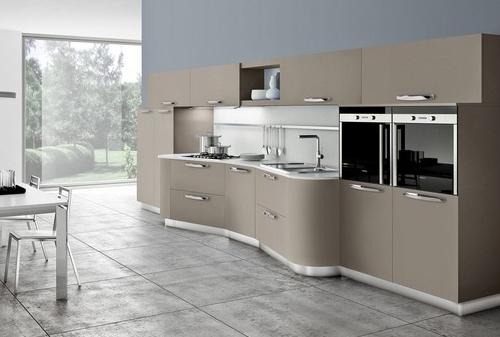 Cucina Moderna Laccata Lucida: Cucina moderna vetro lucido nero con fiore.