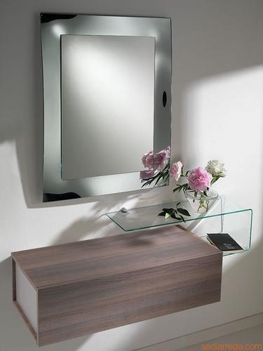 Ingressi moderni primavera riflessi specchio for Mobile soggiorno vetro