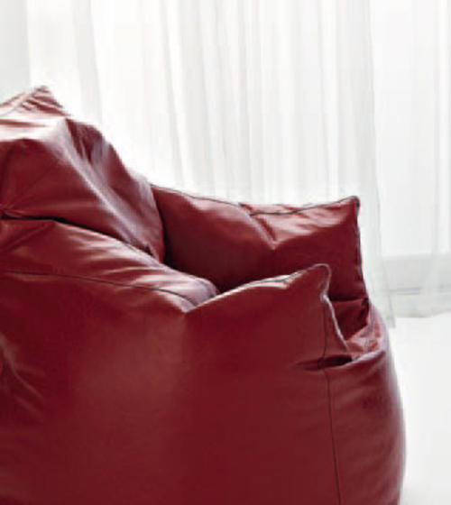 Vendita poltrone moderne imbottite in pelle tessuto for Poltrona zoe verzelloni prezzo